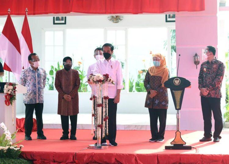 Presiden Republik Indonesia Joko Widodo saat meresmikan instalasi Pengolah Sampah menjadi Energi Listrik (PSEL) yang berada di Tempat Pembuangan Akhir (TPA) Benowo, Kota Surabaya.