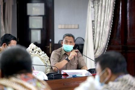Kepala Dinas Pendidikan Surabaya, Supomo.