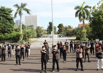 Wali Kota Surabaya Eri Cahyadi bersama para elemen masyarakat  siap bahu membahu dan saling bergotong royong dalam penanganan Covid-19 di Kota Surabaya.