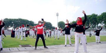 Wakil Wali Kota Surabaya Armuji senam bersama dengan Persatuan Olahraga Pernapasan Indonesia (PORPI) Kota Surabaya di Stadion 10 November Tambaksari.