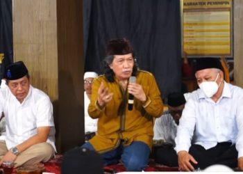 ITS menggelar peringatan Maulid Nabi Muhammad SAW dengan Pagelaran Kiai Kanjeng Online bersama Emha Ainun Najib.