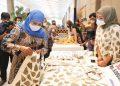 Gubernur Jatim Khofifah Indar Parawansa di sela menghadiri Economic Hybrid Creative Idea and Busines Competition Pemberdayaan Usaha Ekonomi Masyarakat.
