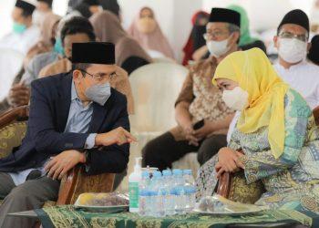 Gubernur Jawa Timur Khofifah Indar Parawansa saat menghadiri pelantikan pengurus Organisasi Internasional Alumni Al-Azhar (OIAA) Jatim di Insitut Kyai Haji Abdul Chalim (IKHAC) Trawas, Kabupaten Mojokerto.