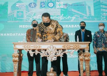 Wali Kota Surabaya Eri Cahyadi melakukan penandatanganan nota kesepakatan bersama tentang penyelenggaraan layanan wisata medis di Kota Surabaya. Penandatanganan ini dilaksanakan di lobby lantai 2 Balai Kota Surabaya.