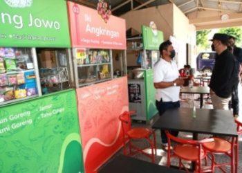 Wali Kota Surabaya Eri Cahyadi saat meninjau Sentra Wisata Kuliner (SWK) Kelurahan Semolowaru, Kecamatan Sukolilo.