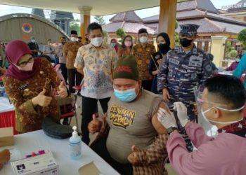 Serbuan vaksinasi di Blitar Raya. Untuk vaksinasi massal di wilayah kabupaten, digelar di Alun-Alun di wilayah Kanigoro, dan 22 Puskesmas di wilayah Kabupaten Blitar. Sedangkan di Kota Blitar, serbuan vaksin dilaksanakan di gedung Kesenian Aryo.