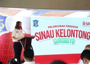 Direktur SRCIS Rima Tanago dalam launching Sinau Kelontong Surabaya .