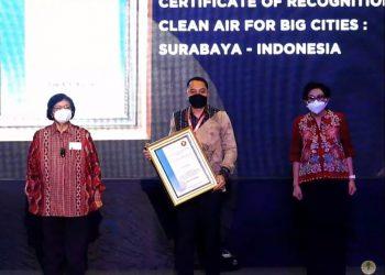 Kota Surabaya berhasil Wali Kota Surabaya Eri cahyadi menerima penghargaan ASEAN Environtmentally Sustainable City (ESC) kategori Udara Terbersih Kota Besar..